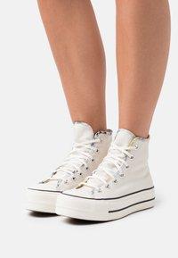 Converse - CHUCK TAYLOR ALL STAR SUMMER FEST PLATFORM - Zapatillas altas - egret/sesame/black - 0