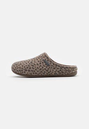 CILLA LEOPARD - Domácí obuv - brown