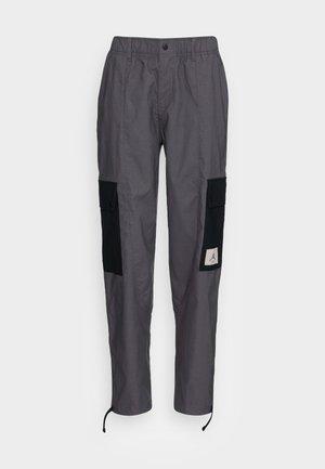 ESSEN UTILITY PANT - Tracksuit bottoms - thunder grey/black