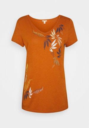 LEAF TEE - Print T-shirt - rust brown