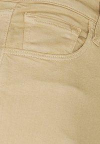 J Brand - FRANKY HIGH RISE CROP BOOT - Jeans Skinny Fit - kurnel - 2