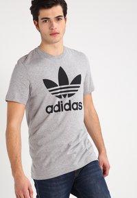 adidas Originals - ORIGINAL TREFOIL - T-shirt med print - grey - 0