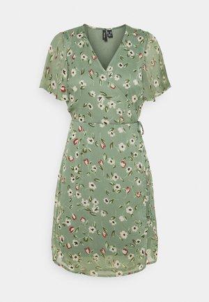 VMKAY WRAP DRESS - Sukienka letnia - laurel wreath