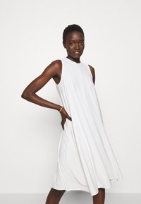 Max Mara Leisure - RIBALDO - Žerzejové šaty - white - 6