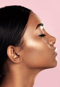 Amazing Cosmetics - HIGHLIGHTER - Highlighter - bronze - 0