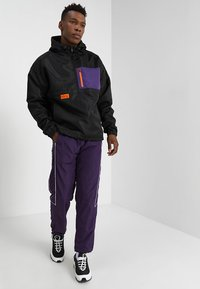 Cayler & Sons - BOX HALF ZIP - Windbreaker - black/purple - 1