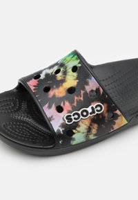 Crocs - CLASSIC TIEDYE GRPHC SLD UNISEX - Pool slides - multicolor/black - 5