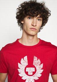 Belstaff - COTELAND  - Print T-shirt - red - 3