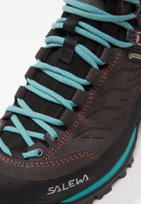 Salewa - MTN TRAINER MID GTX - Hiking shoes - magnet/viridian green - 6