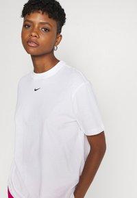 Nike Sportswear - Camiseta básica - white/black - 2