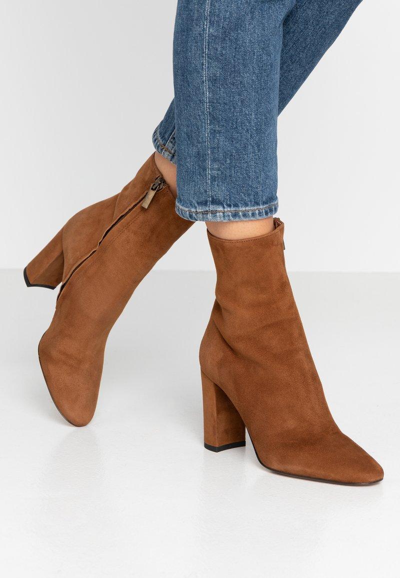 Bianca Di - Ankelboots med høye hæler - rodeo
