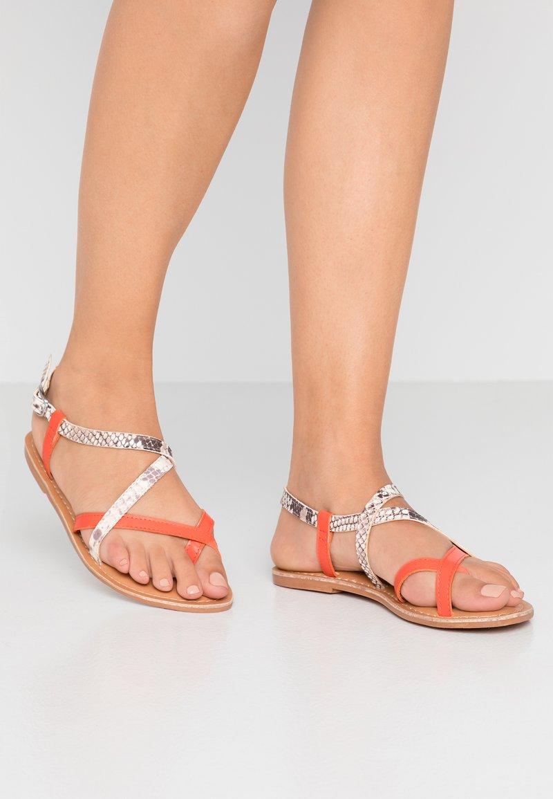 New Look - HAMMOCK - Sandály s odděleným palcem - orange/yellow
