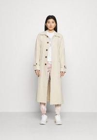 Abercrombie & Fitch - MOCK NECK LOGO CREW - Sweatshirt - white - 1