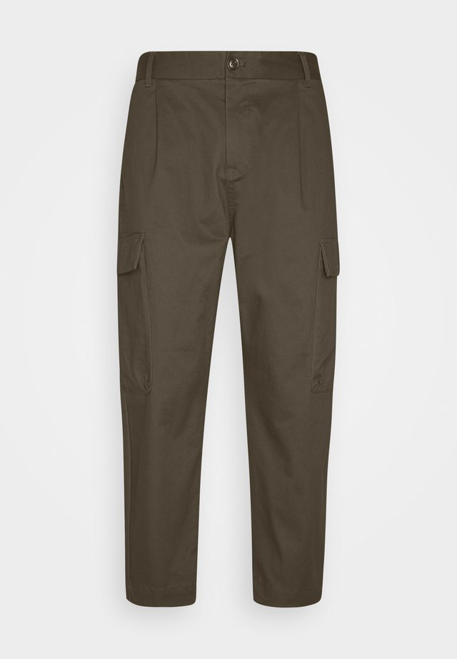 SEASONAL FIT CLEAN CLASSIC - Pantalones cargo - military