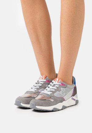 LEAF - Trainers - grey
