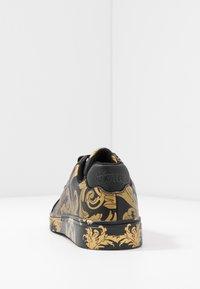 Versace Jeans Couture - CAP SOLE - Tenisky - nero/oro - 5