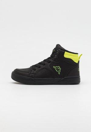 GRAFTON UNISEX - Trekingové boty - black/lime
