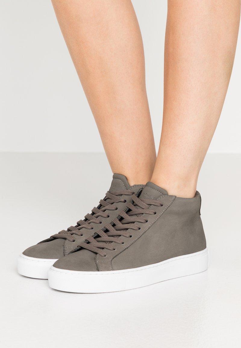 GARMENT PROJECT - TYPE MID SLIM SOLE - Korkeavartiset tennarit - grey