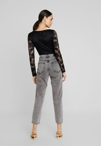 Gina Tricot - DAGNY HIGHWAIST - Relaxed fit jeans - black snow - 2