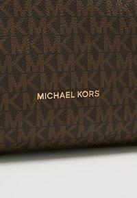 MICHAEL Michael Kors - RAVEN SHOULDER BAG - Bolso de mano - brown - 7