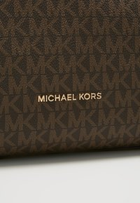MICHAEL Michael Kors - RAVEN SHOULDER BAG - Handbag - brown - 7