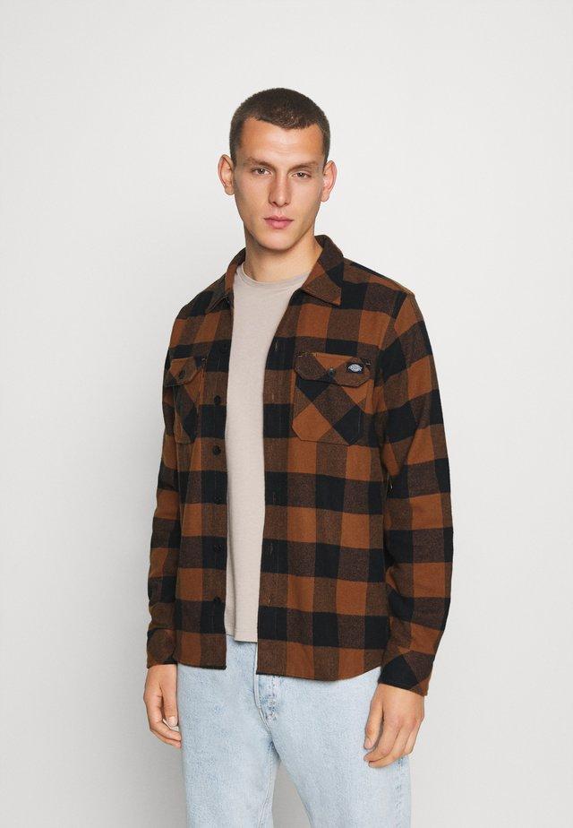 SACRAMENTO - Shirt - brown duck