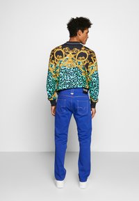 Versace Jeans Couture - MILANO ICON - Jeans a sigaretta - cobalt blue - 2