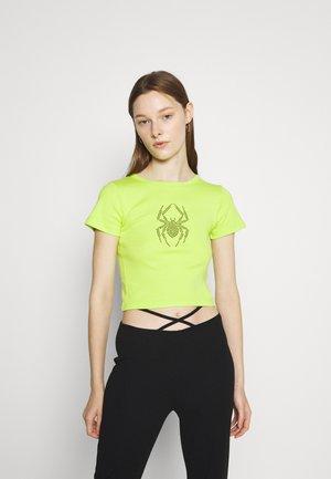 HOTFIX SPIDER TEE - T-shirts med print - green
