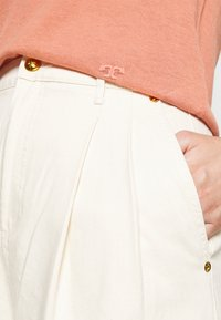 Tory Burch - DENIM TROUSER - Relaxed fit jeans - natural - 3