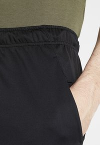 Nike Performance - TRAIN - Pantalón corto de deporte - black/iron grey/white - 3