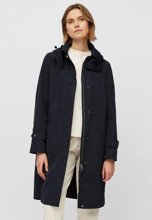 COAT PACKABLE - Trenchcoat - dark atlantic