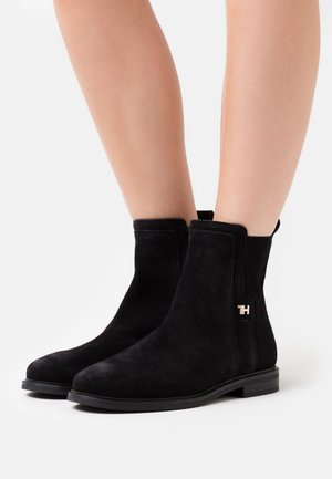 ESSENTIAL FLAT BOOT - Støvletter - black