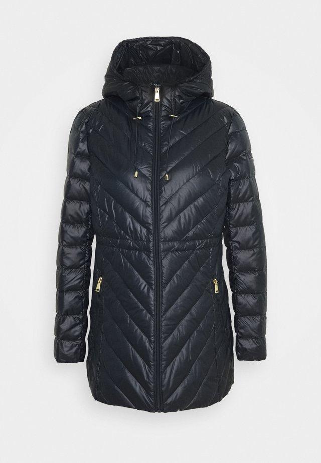 PEARL SHEEN - Kabát zprachového peří - navy