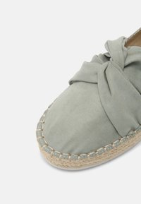 s.Oliver - Loafers - soft green - 7