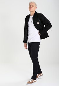 Carhartt WIP - SID LAMAR - Pantalones chinos - dark navy rinsed - 1