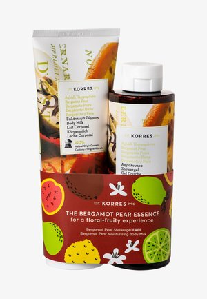 THE BERGAMOT PEAR ESSENCE BODYCARE SET - Bath and body set - -