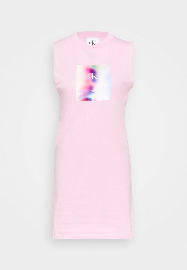 PRIDE TEE DRESS - Sukienka z dżerseju - sweet lilac
