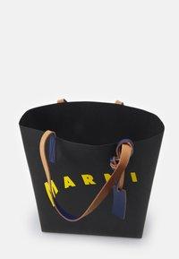 Marni - SHOPPING BAG - Bolso shopping - black/yellow/bluette - 2