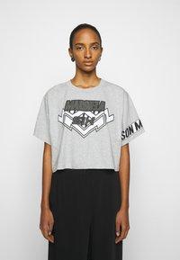 MM6 Maison Margiela - Camiseta estampada - grey - 0