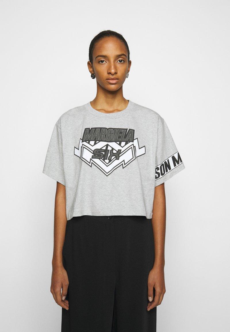 MM6 Maison Margiela - Camiseta estampada - grey