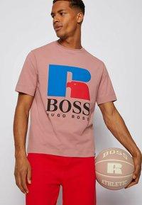 BOSS - Print T-shirt - light pink - 3
