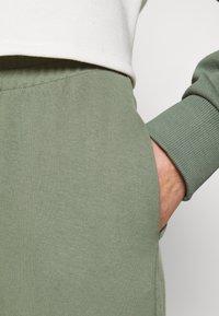 Even&Odd - REGULAR FIT JOGGERS  - Tracksuit bottoms - green - 4