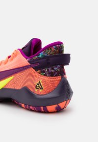 Nike Performance - FREAK 2 SE UNISEX - Koripallokengät - bright mango/red plum/volt/grand purple - 5