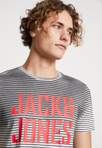 Jack & Jones - JCODROWN TEE CREW NECK - T-shirt print - black - 4