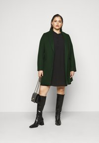 Dorothy Perkins Curve - MINIMAL SHAWL COLLARCROMBIE COAT - Short coat - green - 1
