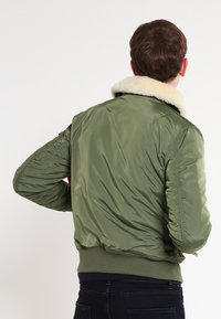 Alpha Industries - INJECTOR III - Bomberjakke - sage green