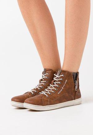Sneakers high - kastanie