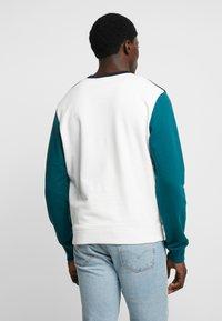 Lacoste - Sweatshirt - farine/marine - 2