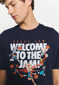 Outerstuff - SPACE JAM 2 WELCOME TO THE JAM TEE - Print T-shirt - navy - 5