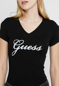 Guess - SLIM FIT - Print T-shirt - jet black - 4